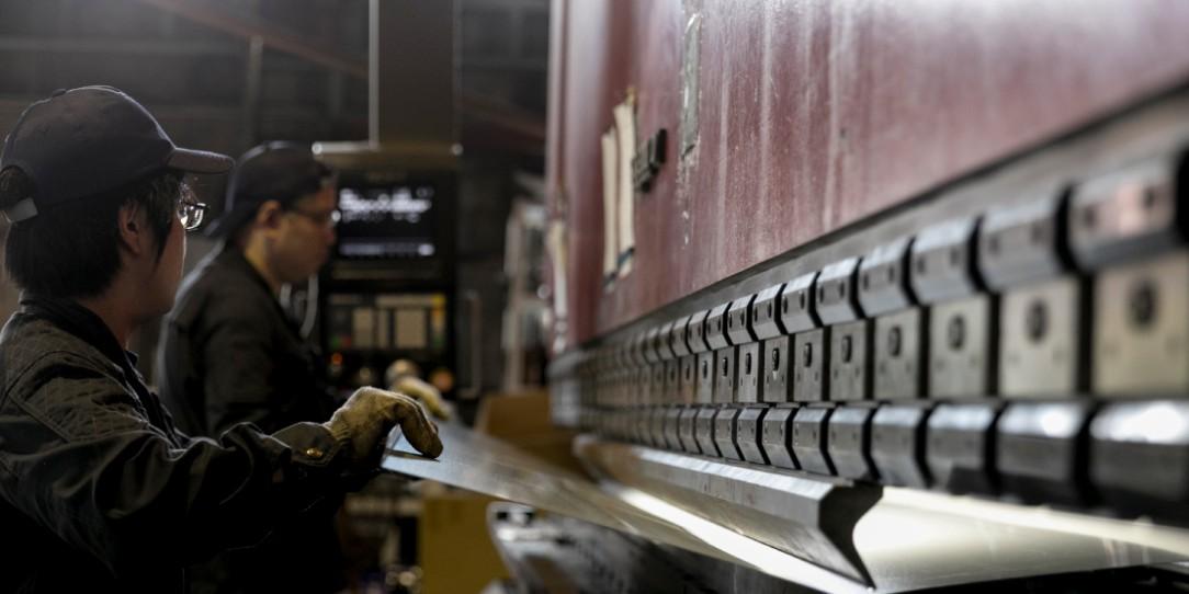 長尺曲げ加工|愛知県小牧市にある金属加工・板金加工・溶接の株式会社ダイバージェント|一宮・春日井・犬山・江南・岩倉・名古屋などからも
