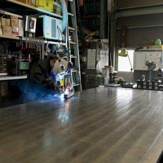 溶接機|愛知県小牧市にある金属加工・板金加工・溶接の株式会社ダイバージェント|溶接・曲げ加工・精密機械加工・大型機械加工・塗装・メッキ・アルマイト加工・樹脂加工レーザー加工・タレパン加工・樹脂の加工やメッキ加工、塗装まで何でもお任せください。一宮・春日井・犬山・江南・岩倉・名古屋などからも